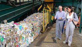 La alcaldesa de Santander conoce la actividad medioambiental de Amica.