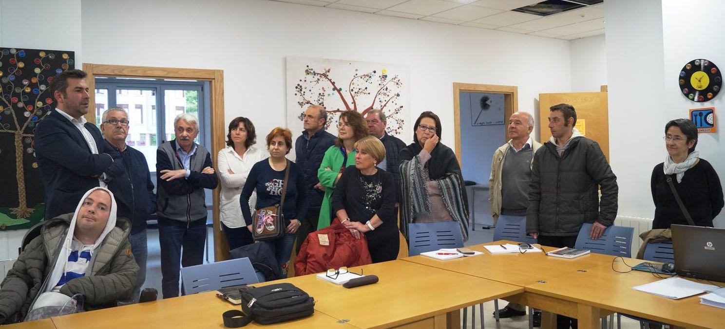 Alcalde de Santoña con junta directiva