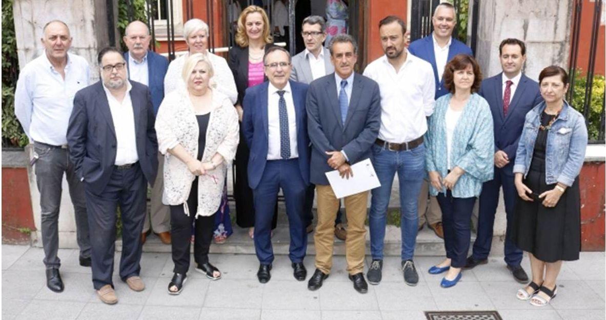 Participantes en el Foro Cámara Torrelavega