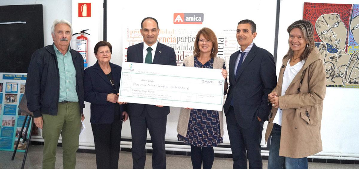 Cajaviva Caja Rural entrega a Amica la recaudación de la bicicleta solidaria de Torrelavega