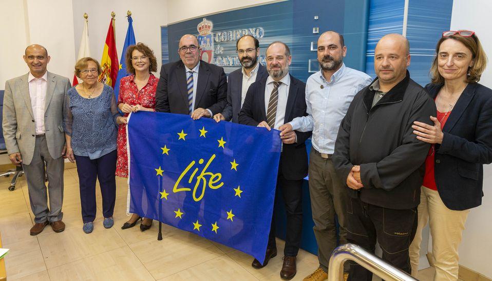 El consejero Jesús Oria en la rueda de prensa de presentación del proyecto LIFE+ 'Stop Cortaderia' (Foto: Miguel López)